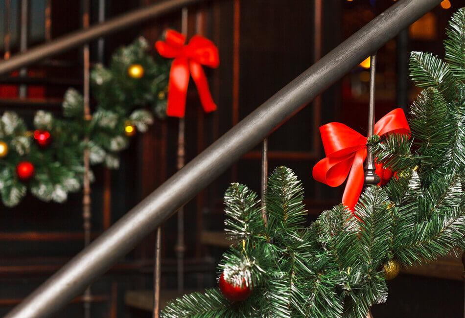 8 Προτάσεις για Πρωτότυπη Χριστουγεννιάτικη Διακόσμηση - Στολίστε τις εσωτερικές σκάλες - Giftland