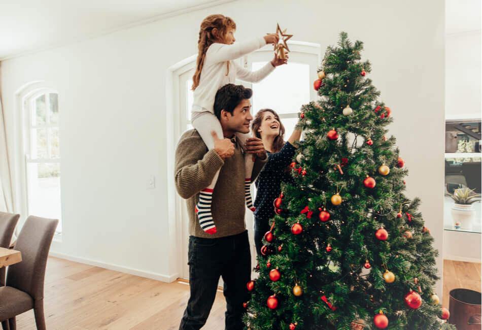 ομορφη-διακοσμηση-χριστουγεννιατικου-δεντρου-επιλογη-δεντρου-giftland