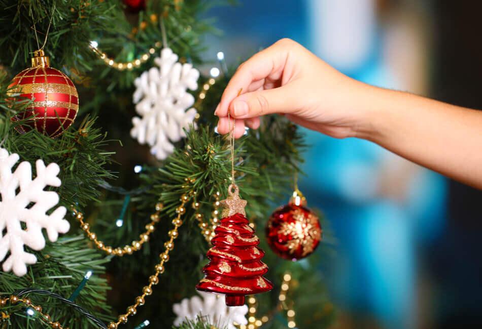 ομορφη-διακοσμηση-χριστουγεννιατικου-δεντρου-στολισμος-δεντρου-giftland