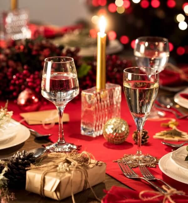 Διακόσμηση Χριστουγεννιάτικου Τραπεζιού: 4 Ιδέες για να εντυπωσιάσετε